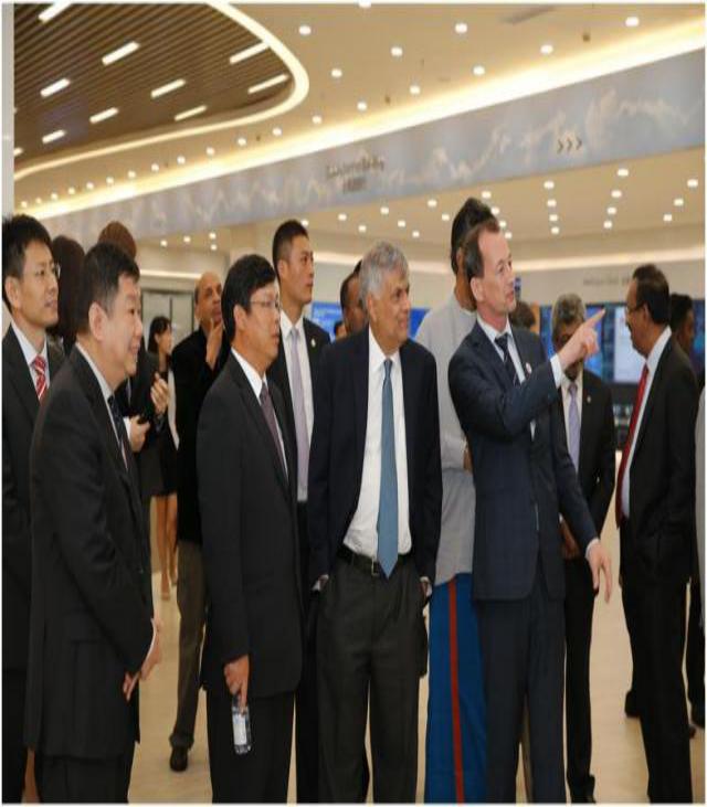 斯里兰卡总理维克拉马辛哈参观华为展厅